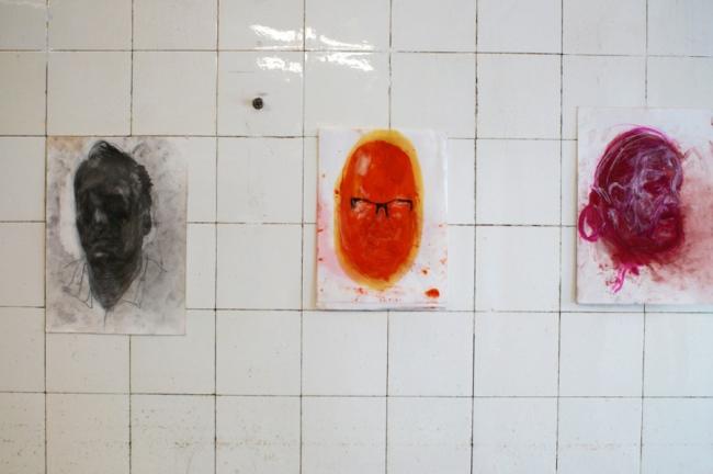 Klaus Winichnero.T. (2.7.2021), 2021, Graphit und Silber auf Papier 35 x 25 cm / o.T. (21.5.2021)2021, Pigment (Cadmiumrot japanisch hell), Öl, Buntstift auf Papier 32 x 22,5 cm / o.T. (14.3.2021) 2021, Pigment (Cadmium, Rhodamin B, japanisches Austernweiß), Buntstift auf 35 x 25 cm
