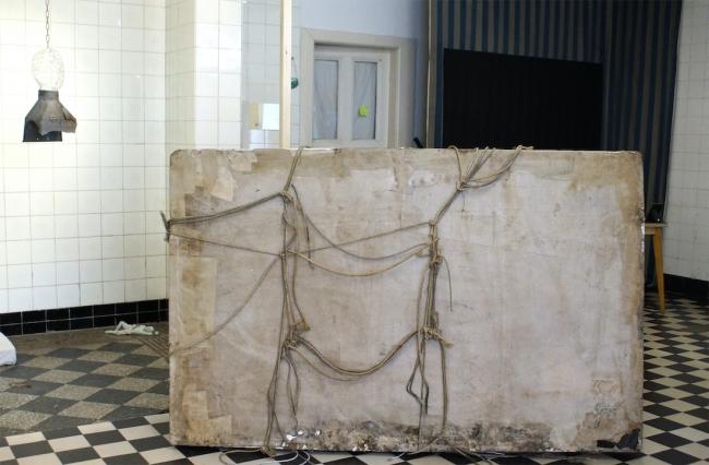 "Sandra Hauser ""Paket"" 2020, styrofoam, paper, rope, diverse, 23 x 190 x 10 cm, ""Hauser & Bürgel spielen Lockdown"", Galerie Sandra Bürgel, Berlin Nov 2020"