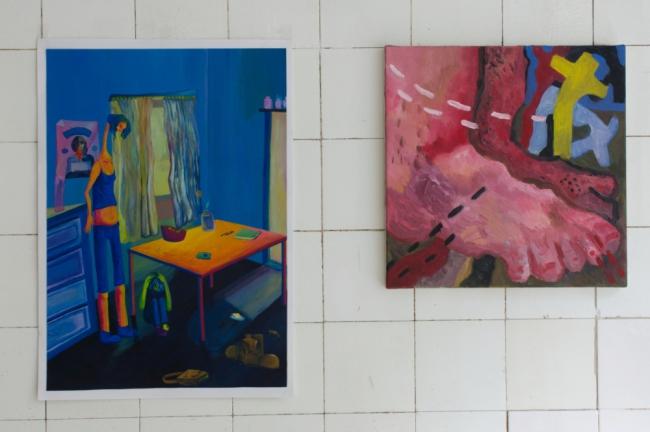 """Phina Hansen """"Higher Self"""" 2020 acrylic on paper 56 x 39,5 cm / Laura Mercedes Arndt """"Welch ein Grund"""" 2020 oil on canvas 40 x 40 cm. Passive Aggressive, Galerie Sandra Bürgel, Berlin 2021"""