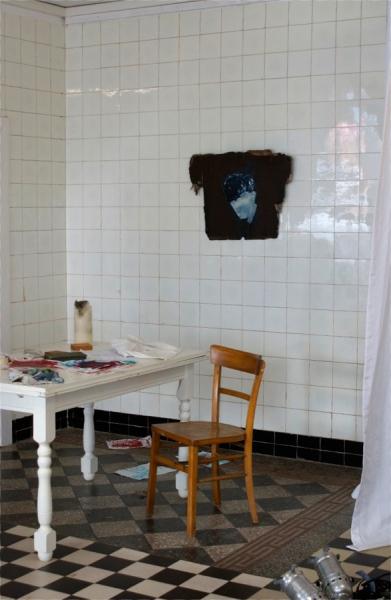 """Klaus Winichner, """"Peireira"""", 2021, Pigment (Phtalo Turquoise, Zinkweiß), Mohnöl auf Schichtholz 71 x 53 cm, Galerie Sandra Bürgel, Berlin (Kollaboration mit Dritte Rampe Berlin)"""